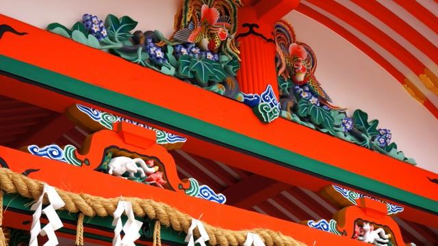 伏見稲荷大社の内拝殿の彫刻