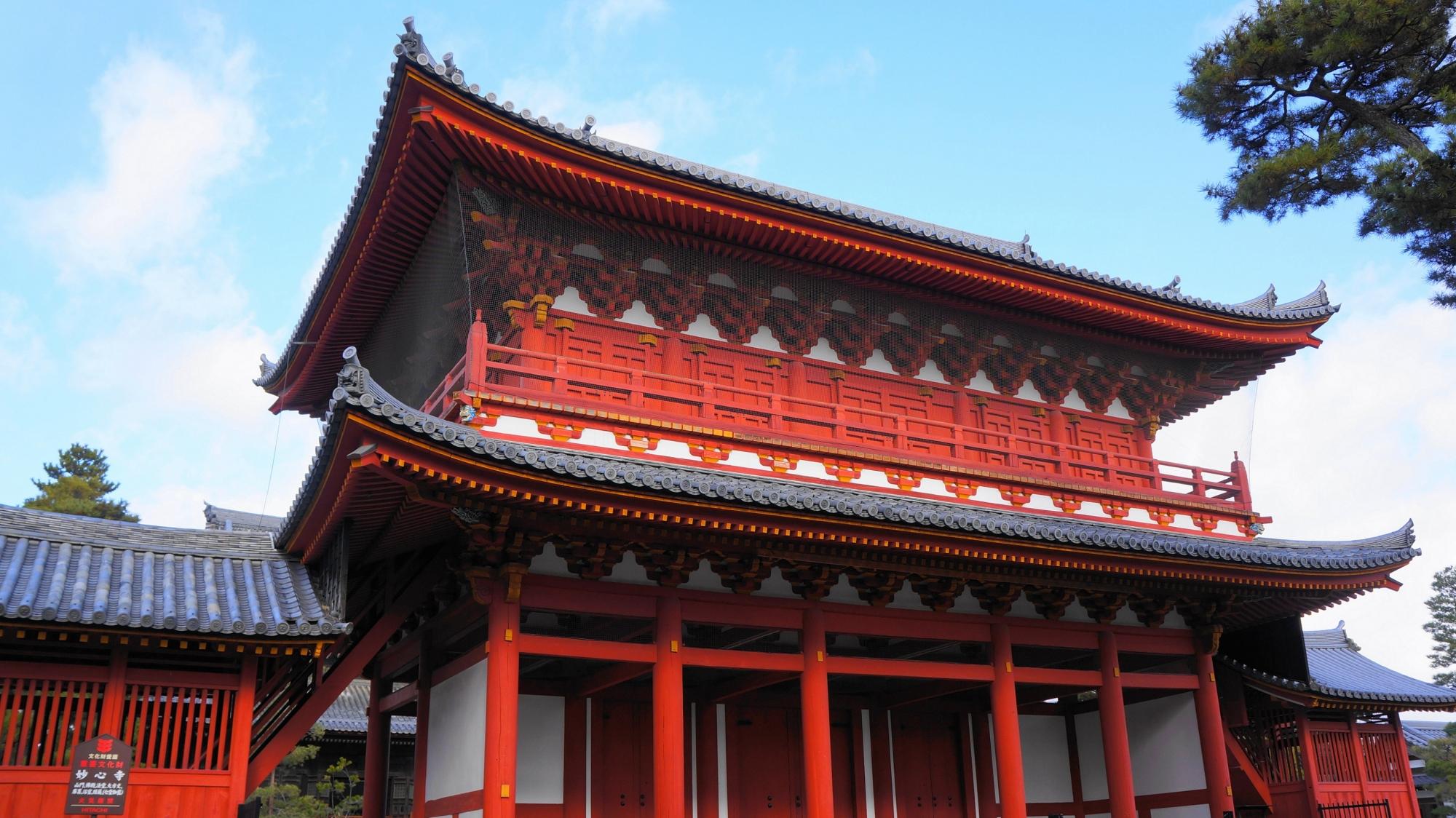 妙心寺の赤い三門