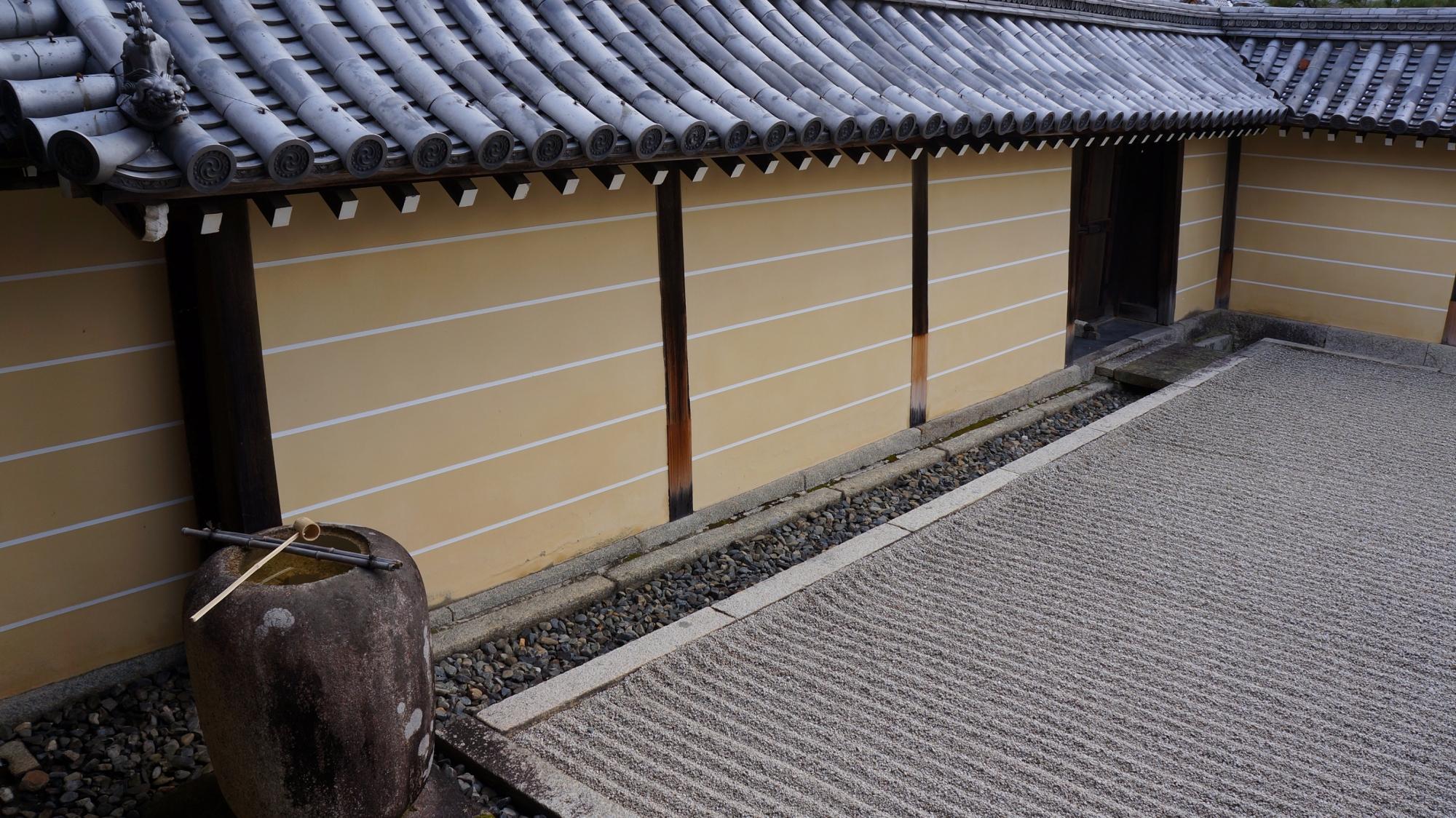 妙心寺東海庵の体の庭