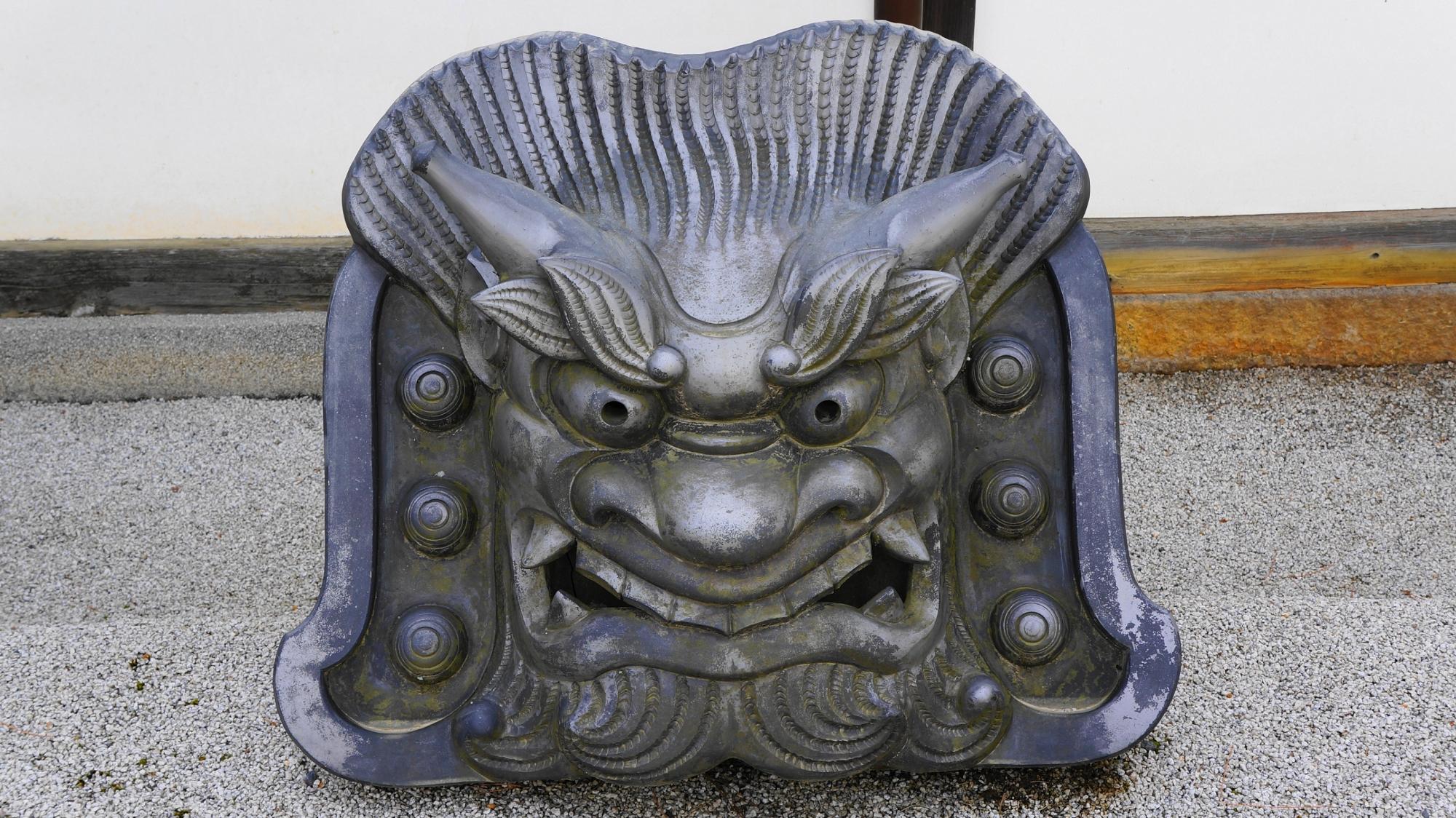 天龍寺の方丈や曹源池庭園の入り口に飾られる鬼瓦
