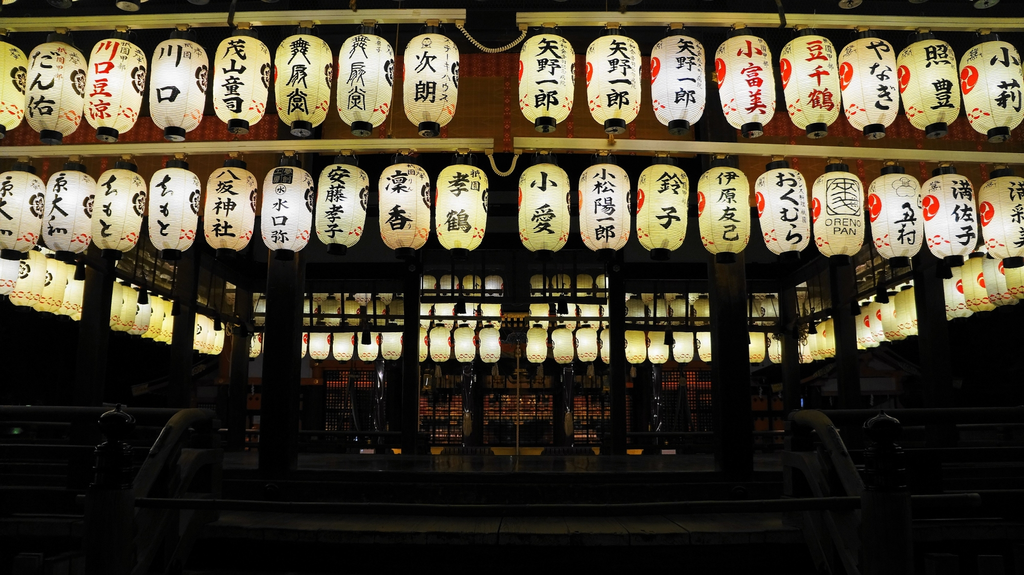 八坂神社 舞殿 ライトアップ 東山花灯路 風物詩