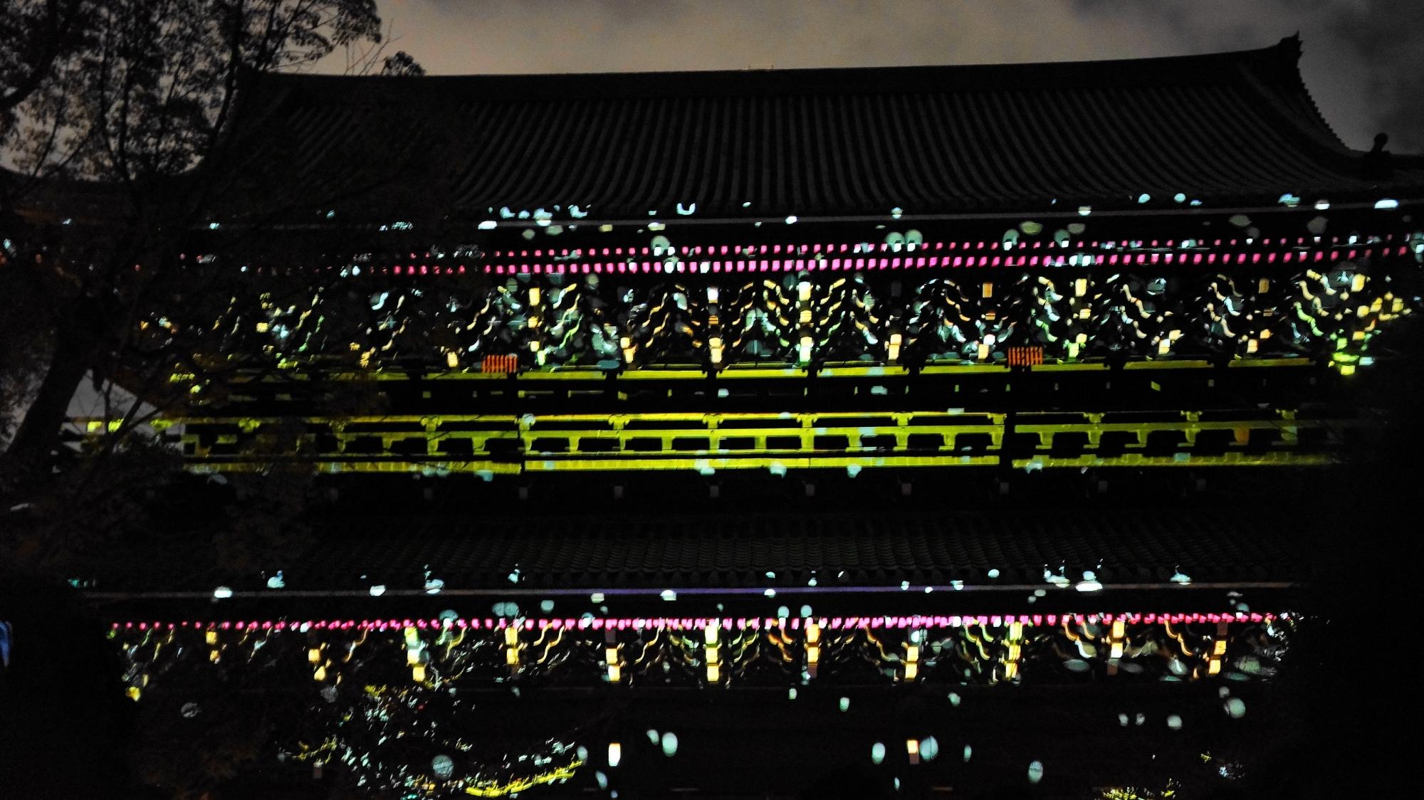 東山花灯路での知恩院三門の美しいプロジェクションマッピング「幻想の灯り」