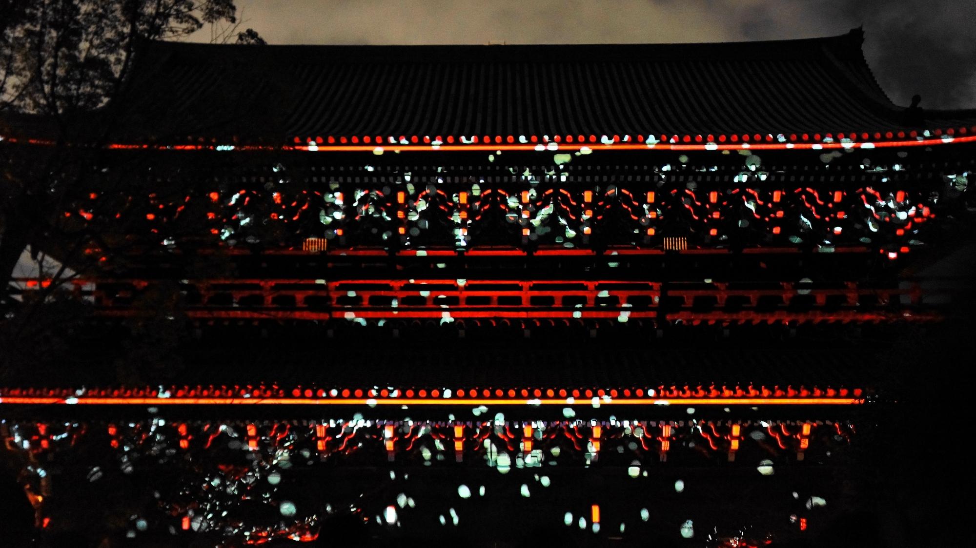 東山花灯路での見事な知恩院三門のプロジェクションマッピング「幻想の灯り」