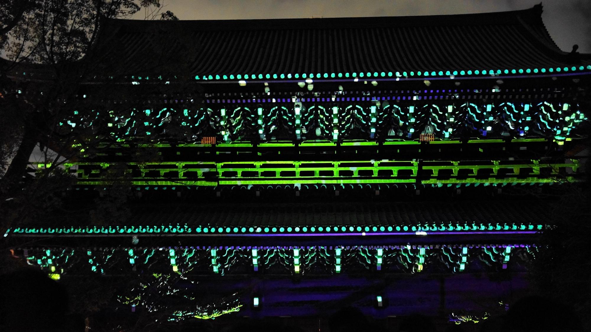 東山花灯路での知恩院三門のプロジェクションマッピング「幻想の灯り」