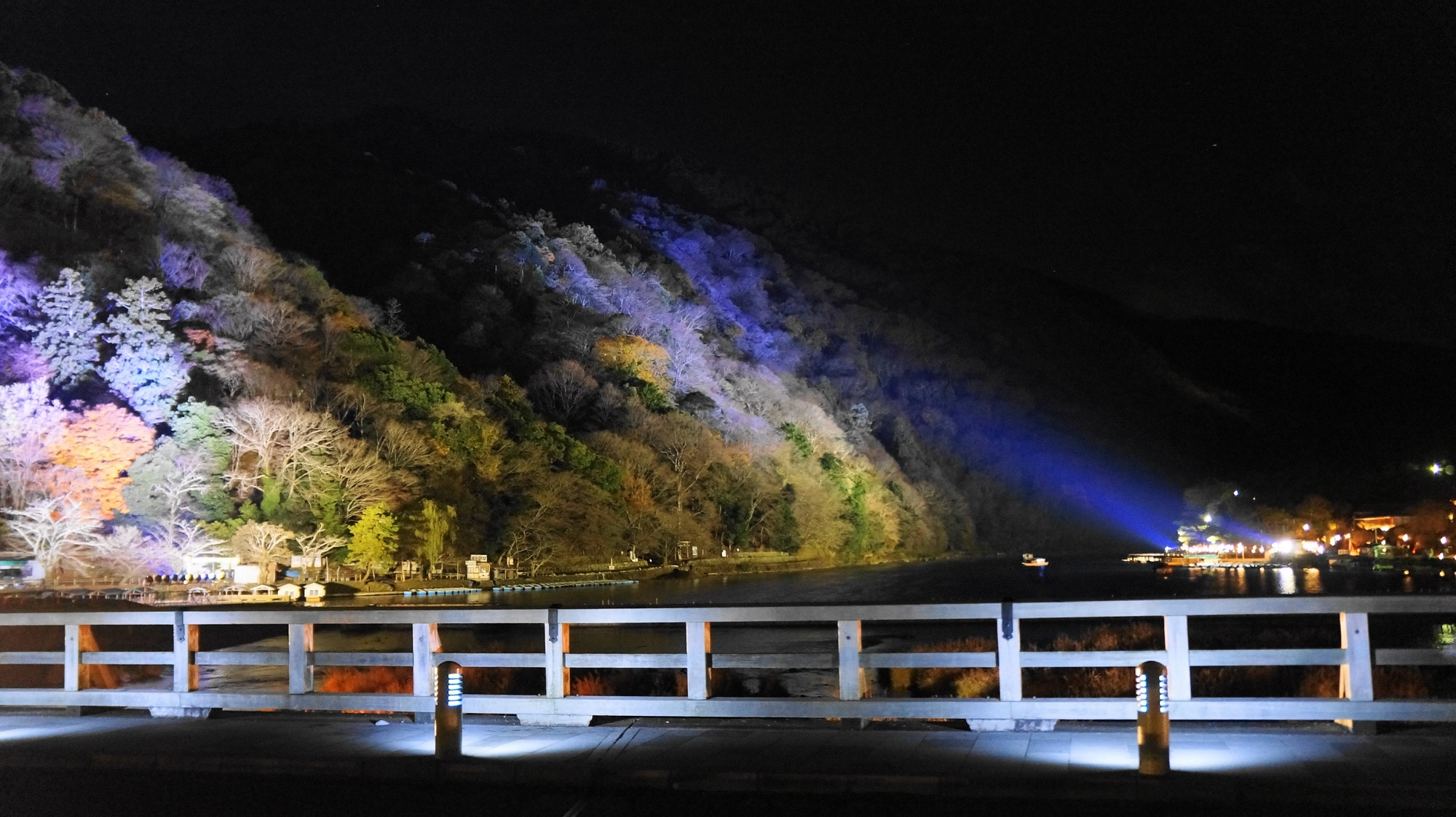 京都の冬の嵐山花灯路