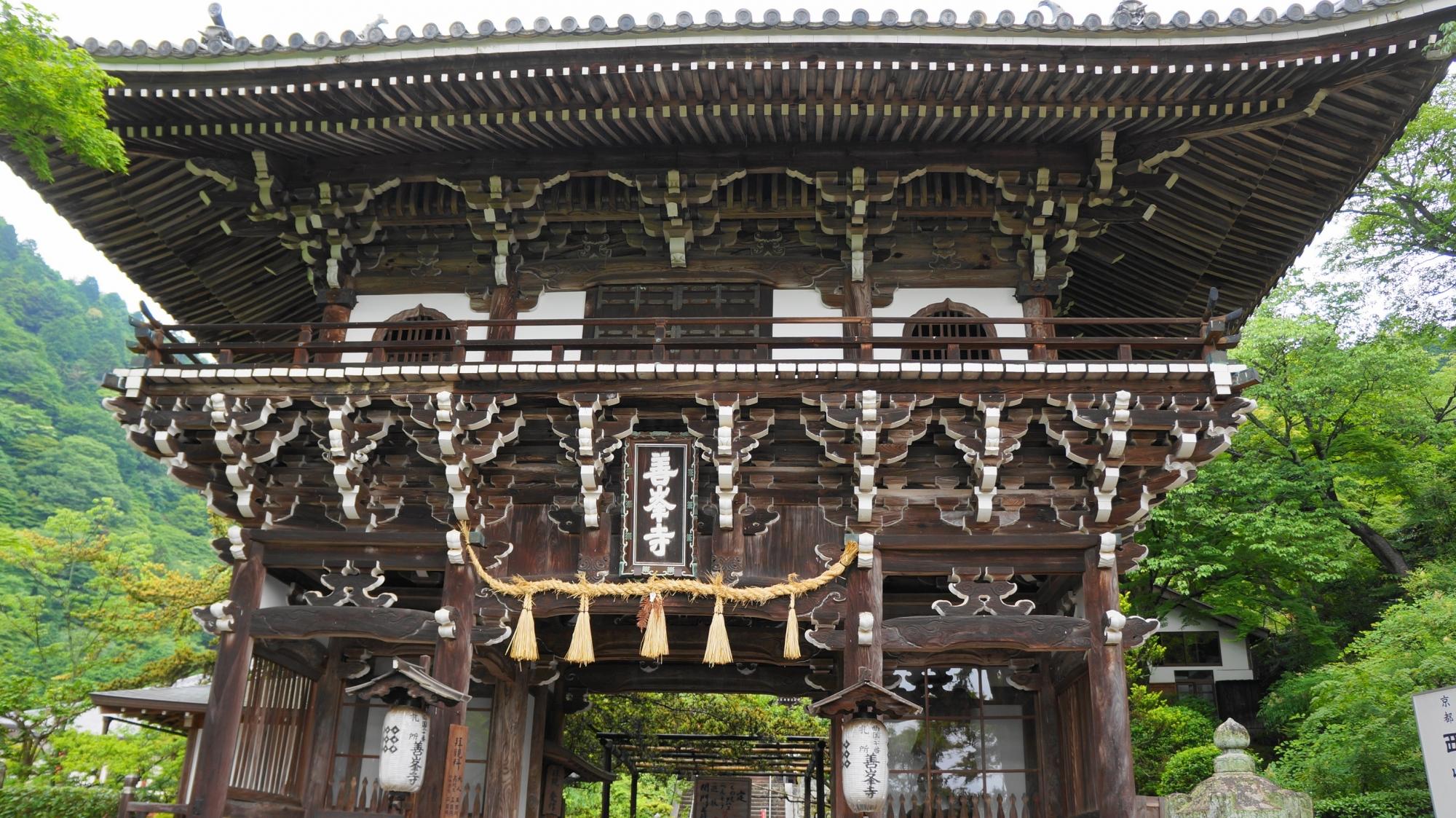 善峯寺の立派な山門