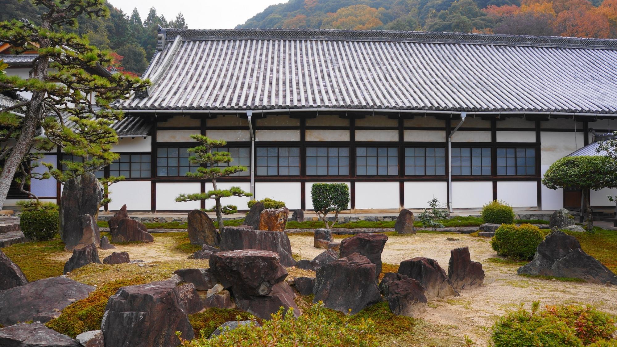 落ち着きの中にも激しさを宿した興聖寺の庭園