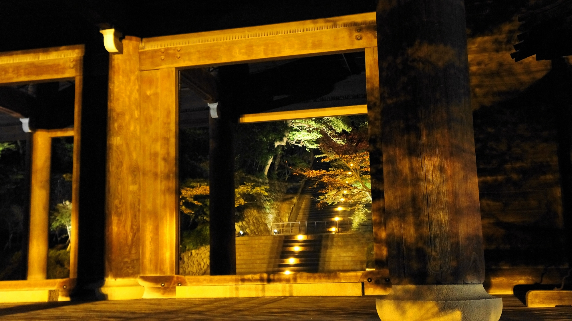 知恩院の男坂(三門下から)のライトアップ