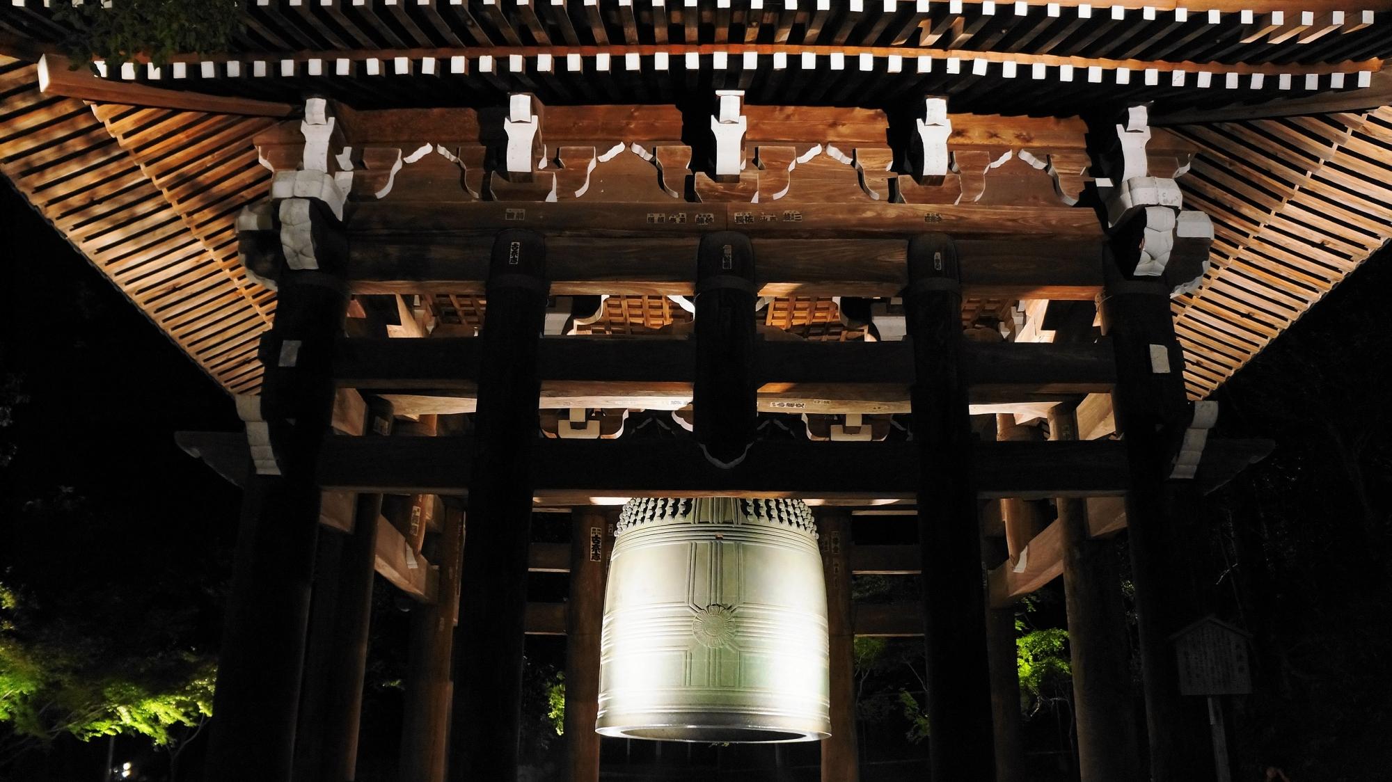 知恩院の大鐘のライトアップ