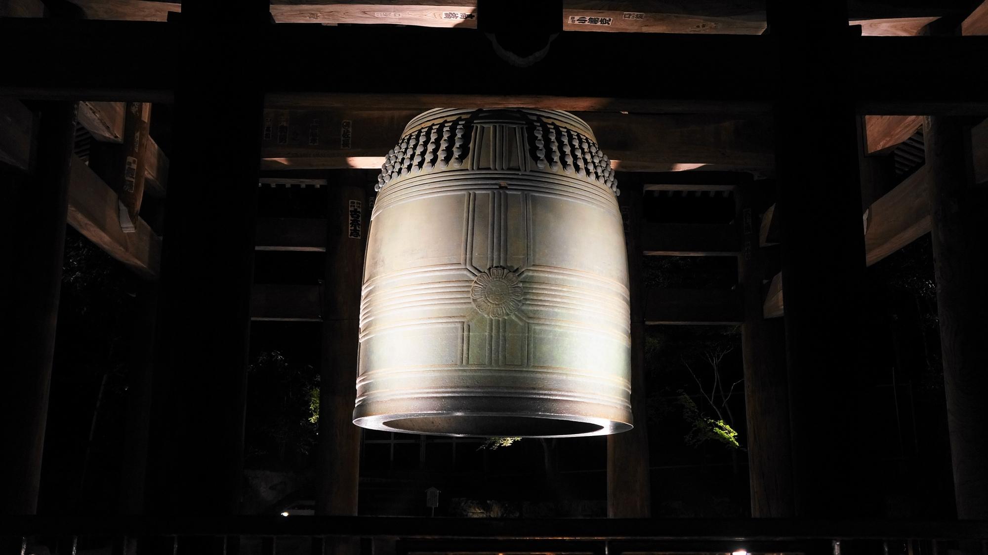 知恩院 大鐘楼 ライトアップ