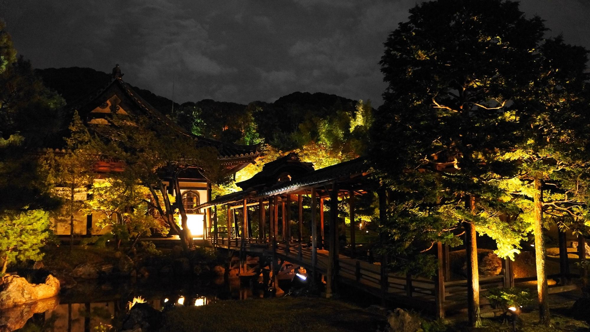 高台寺の観月台のライトアップ