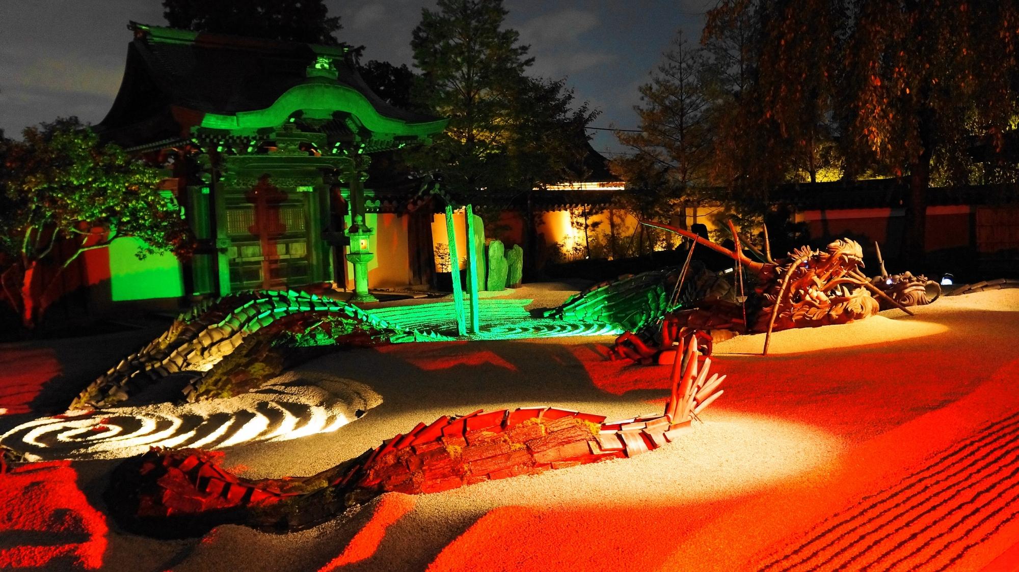 高台寺の龍の方丈庭園の見事なライトアップ