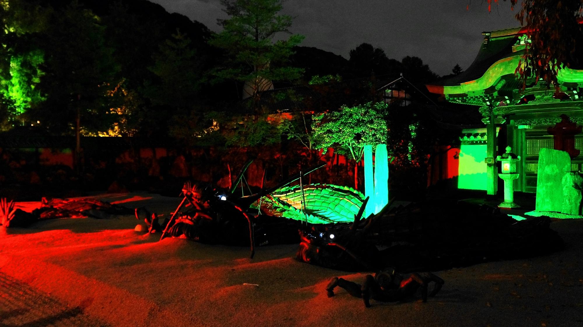 高台寺の龍の方丈庭園の華やかなライトアップ