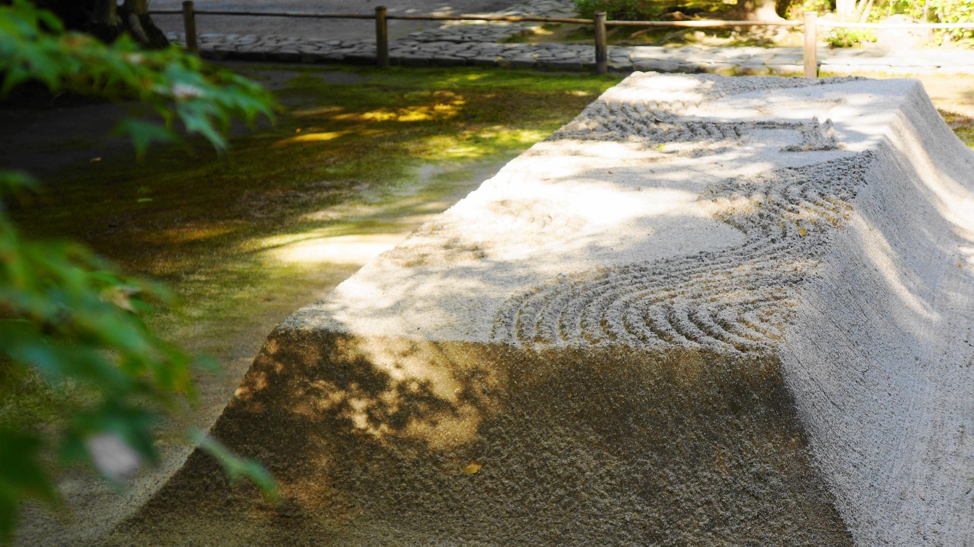 名刹の法然院の美しい白砂壇
