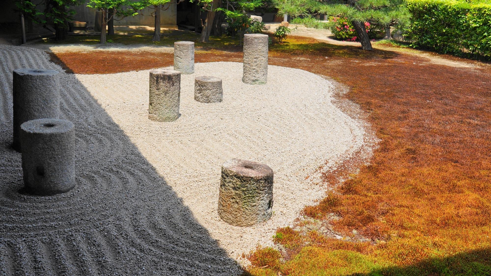北斗七星を表現した方丈庭園の東庭