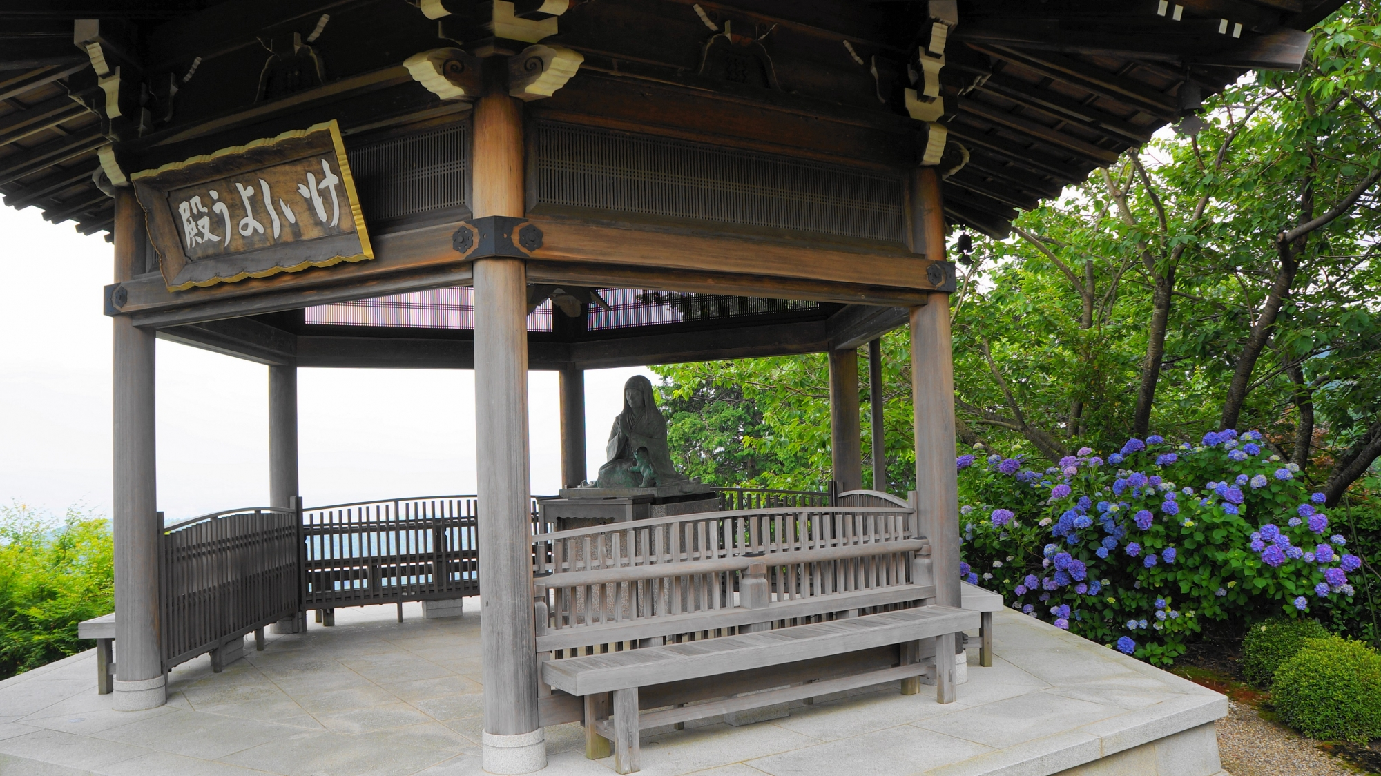善峯寺のけいしょう殿に咲く紫陽花