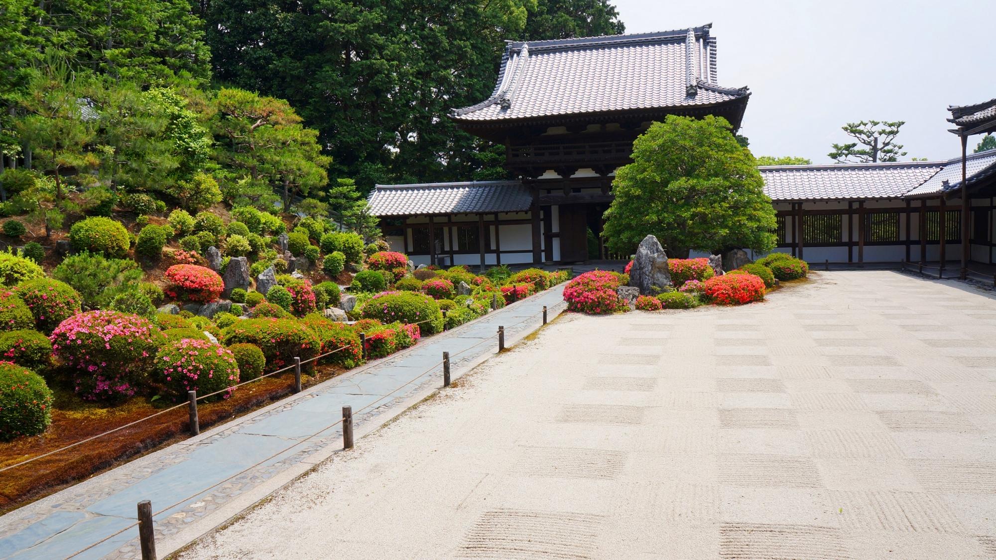 枯山水庭園と池泉式庭園が融合した庭園東福寺の開山堂庭園