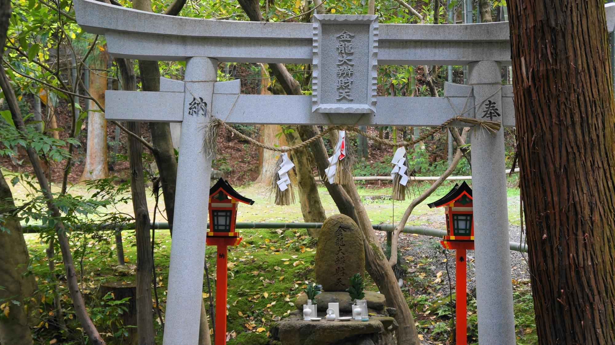 泉涌寺塔頭の今熊野観音寺の末社
