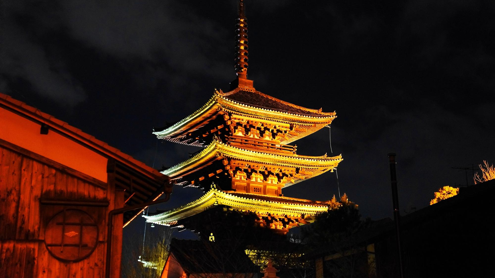 Higashi-yama Hana-toro light up Yasaka pagoda Kyoto