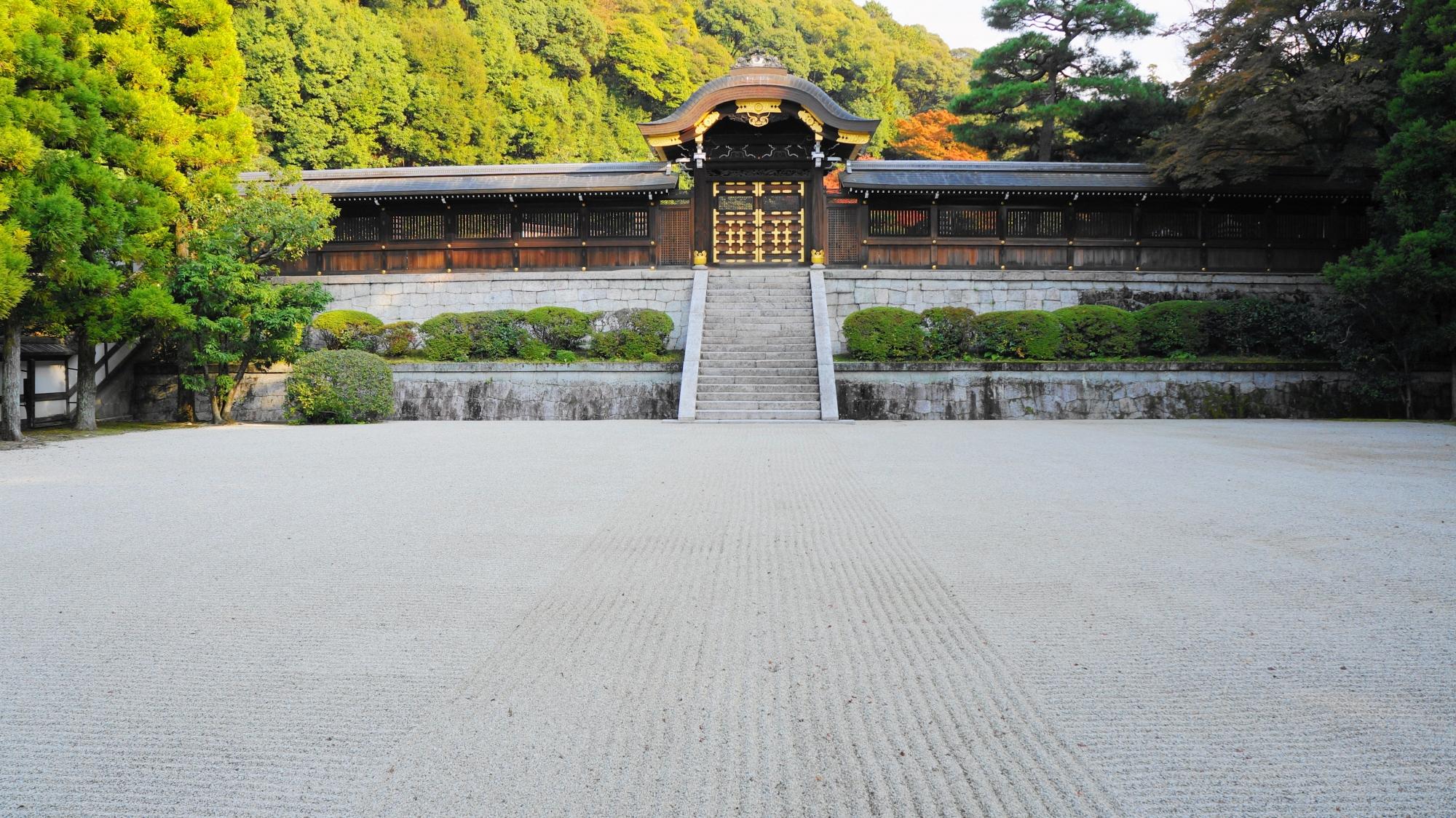 皇族のお墓の月輪陵の正面