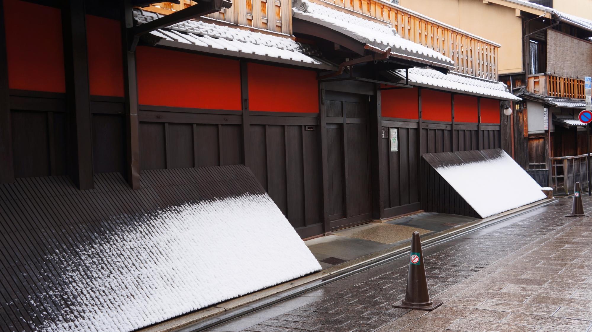 何とも情緒溢れる色合いの雪景色