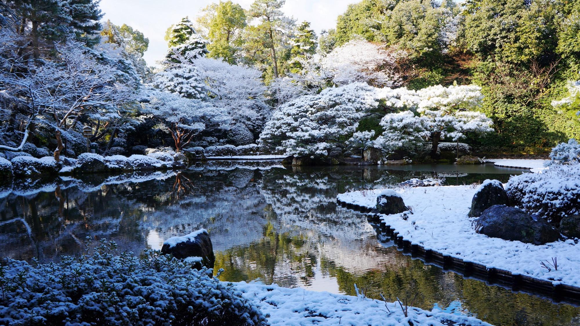 平安神宮の西神苑の雪景色