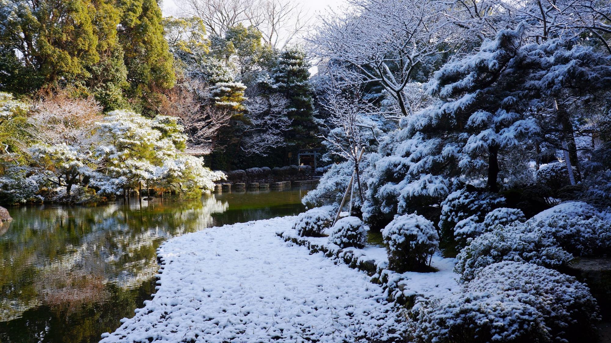 平安神宮の中神苑の雪景色