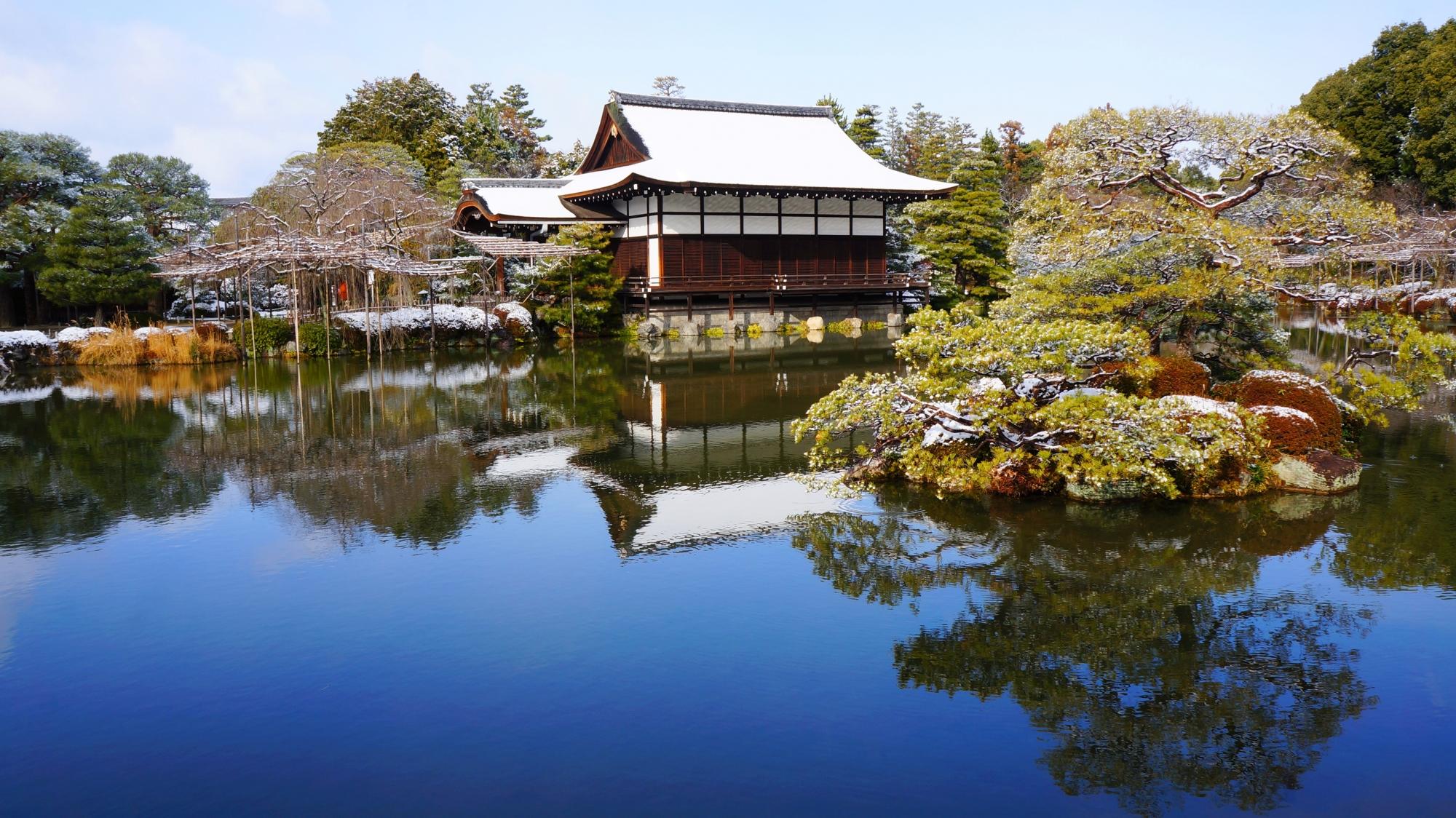 平安神宮神苑の綺麗な水鏡