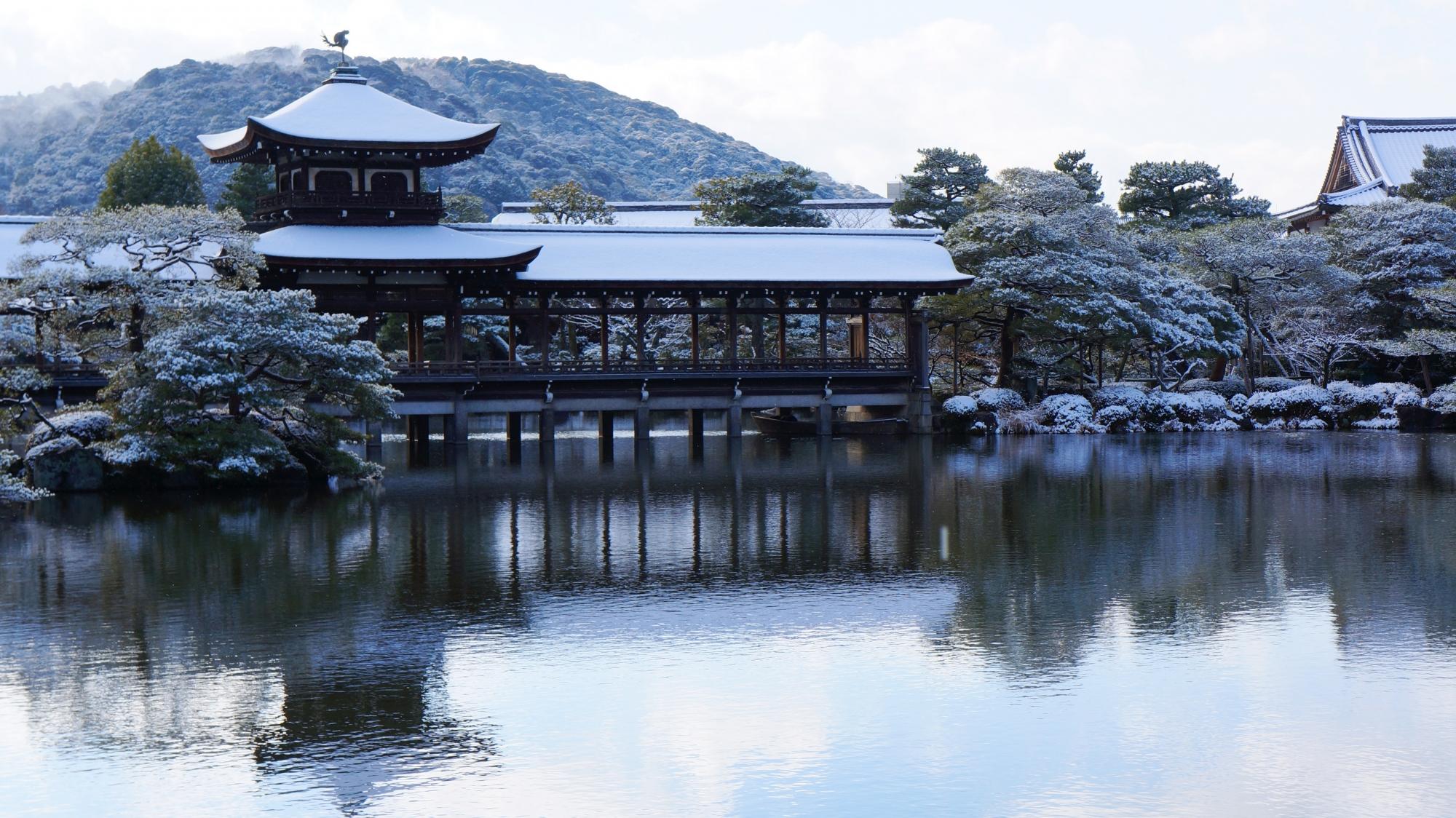 泰平閣(たいへいかく)(橋殿)の雪景色