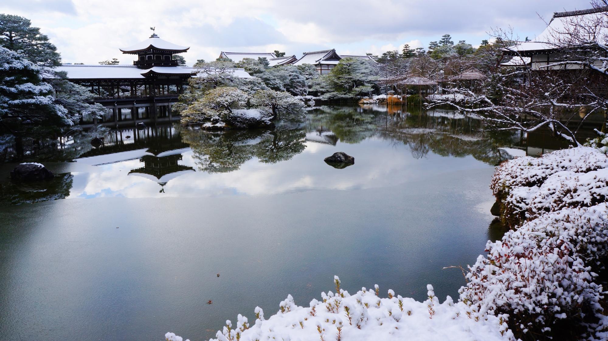 平安神宮神苑の素晴らしい雪景色