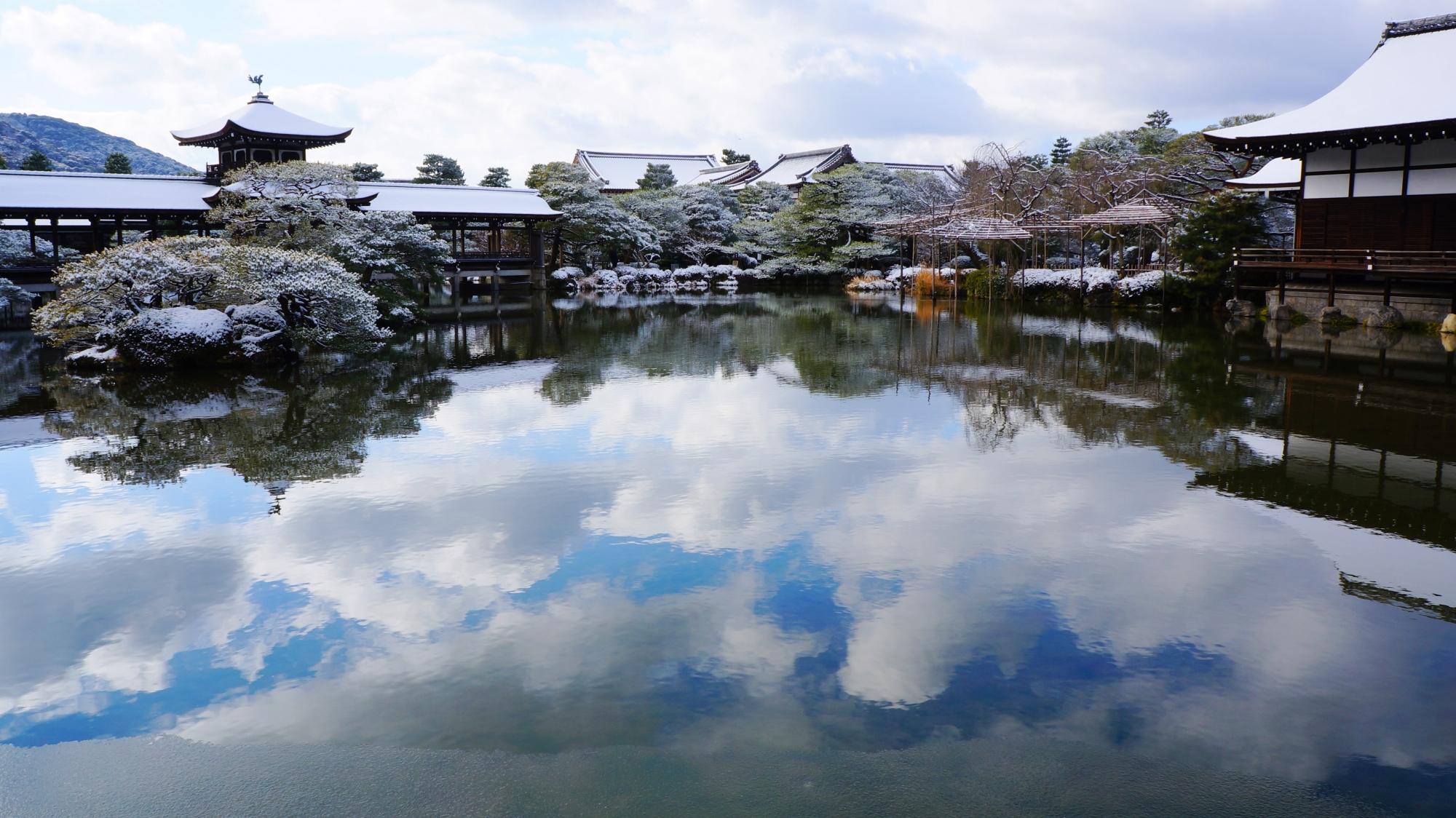 泰平閣と尚美館の雪景色と水鏡