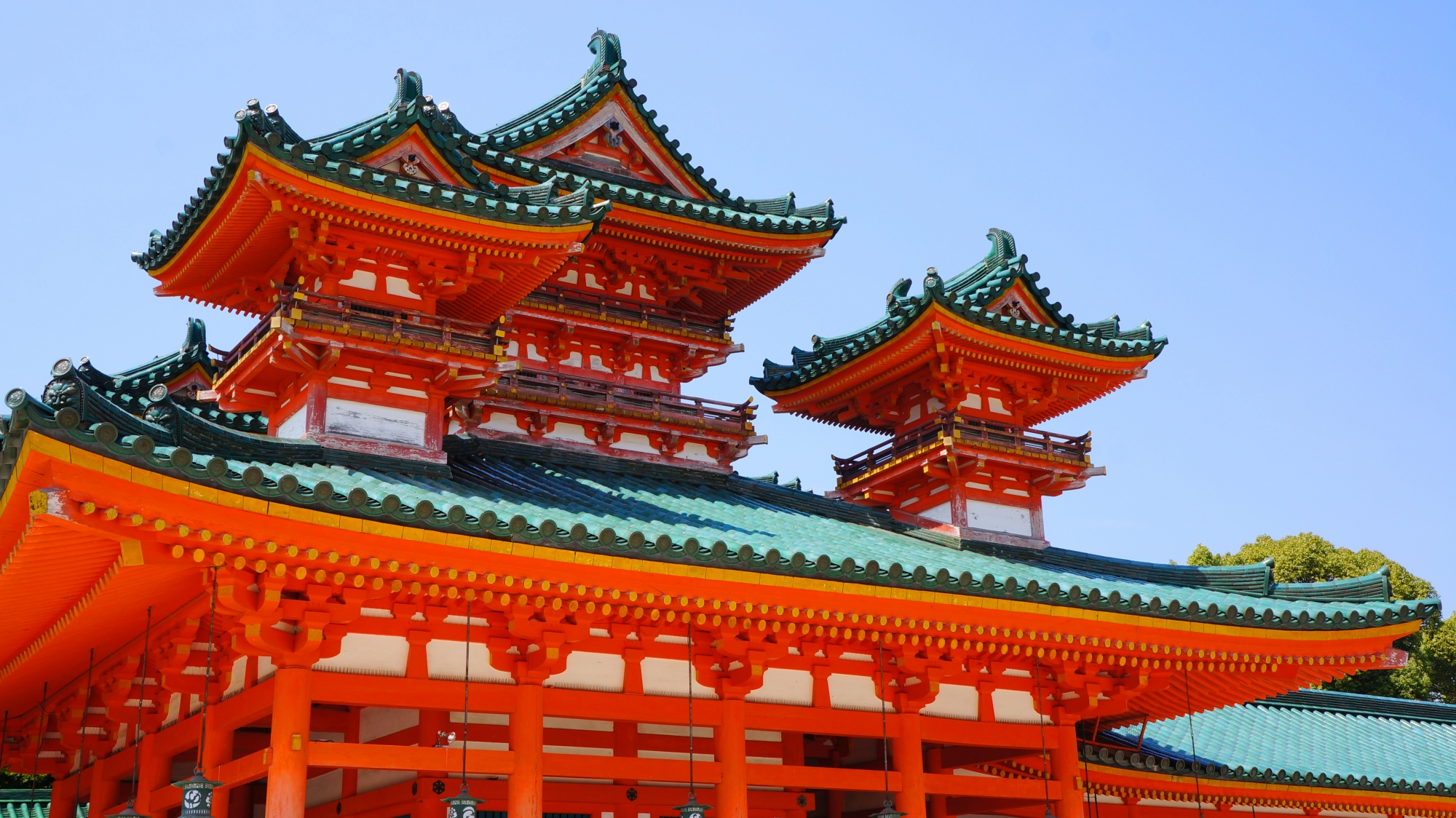 平安神宮の正面に向かって左側の白虎楼(びゃっころう)