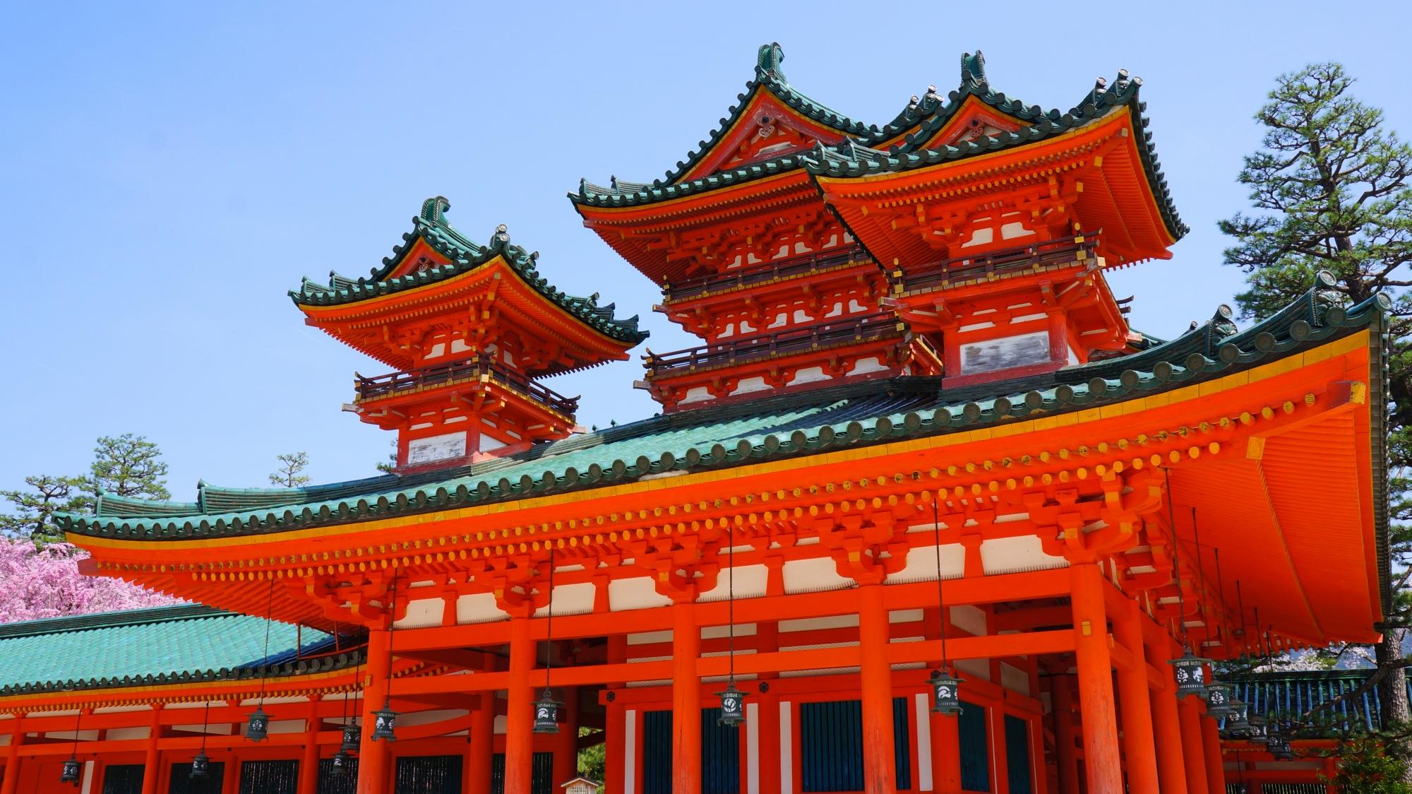 平安神宮の正面に向かって右側の蒼龍楼(そうりゅうろう)