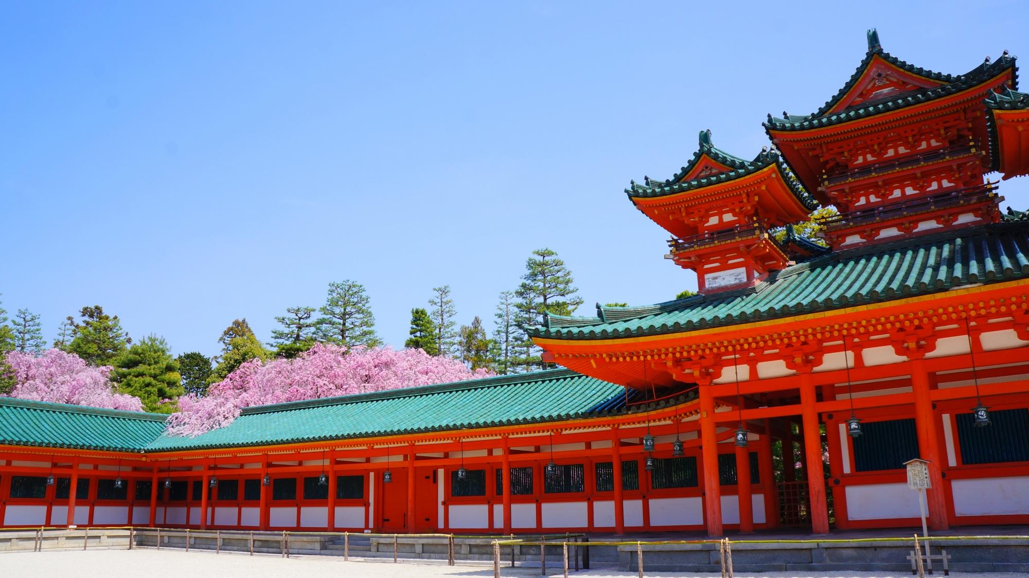 平安神宮の優雅な春の風景
