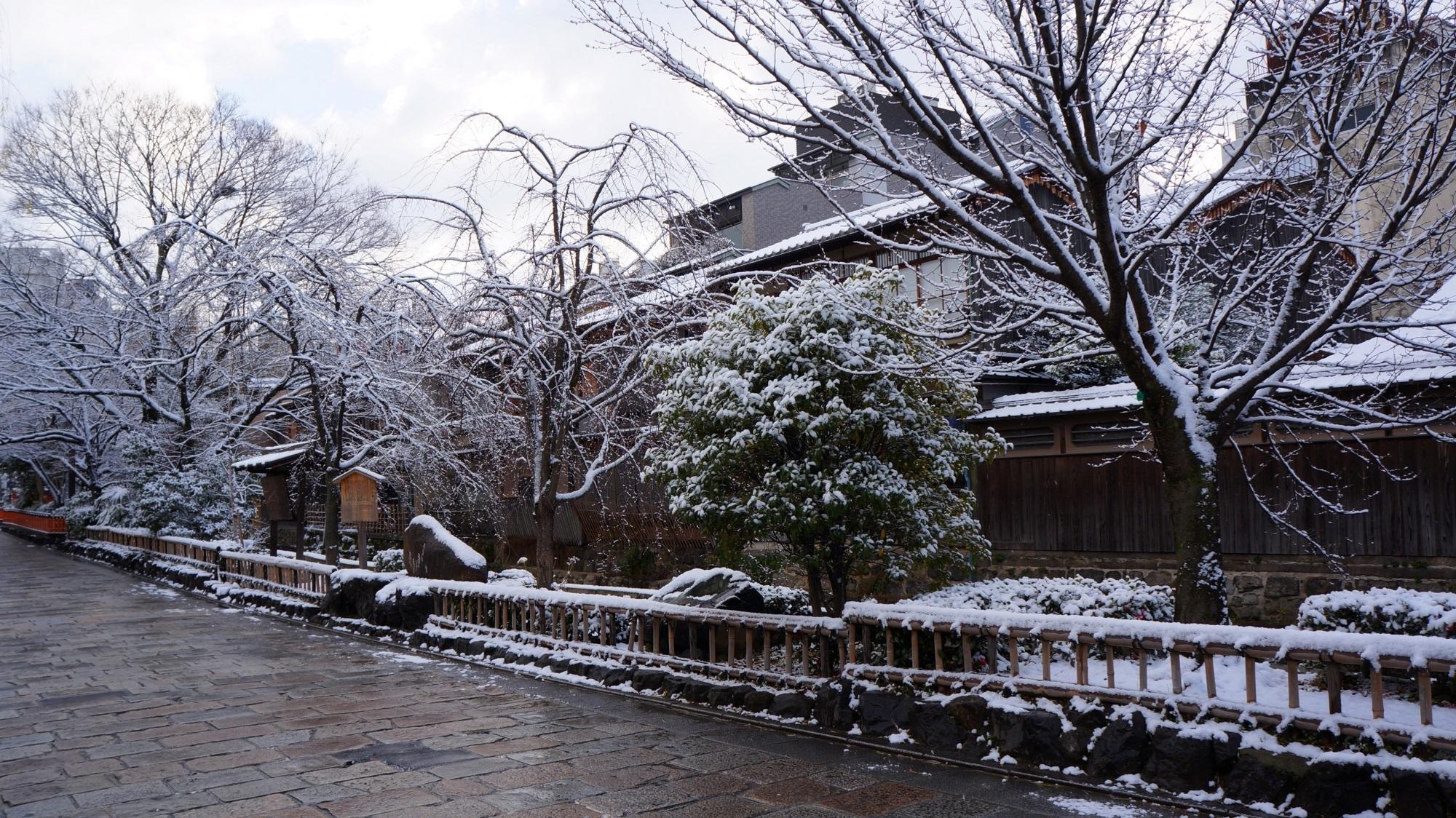 祇園白川 雪 古風な街並みと情緒ある冬景色