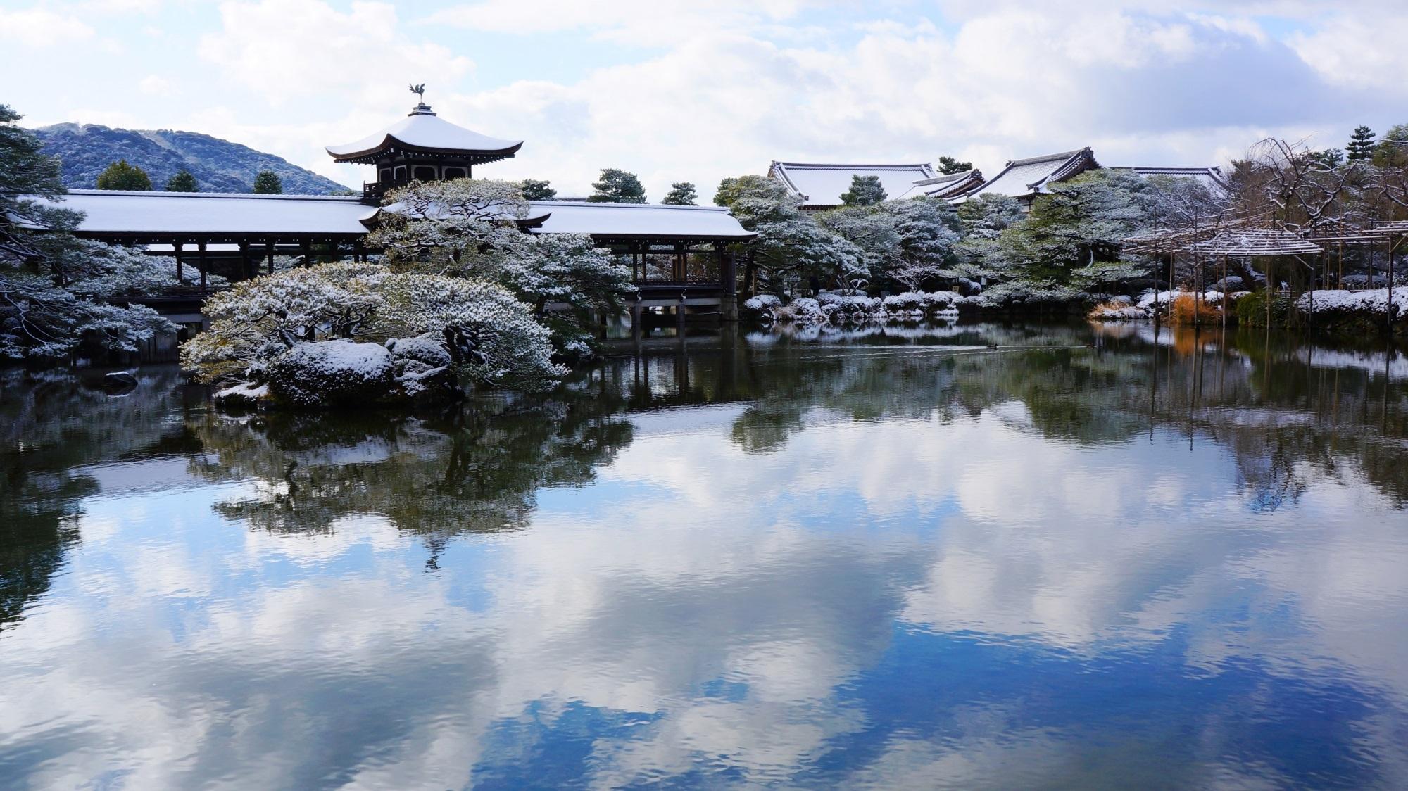 平安神宮 神苑 雪景色 美しすぎる銀世界と水鏡