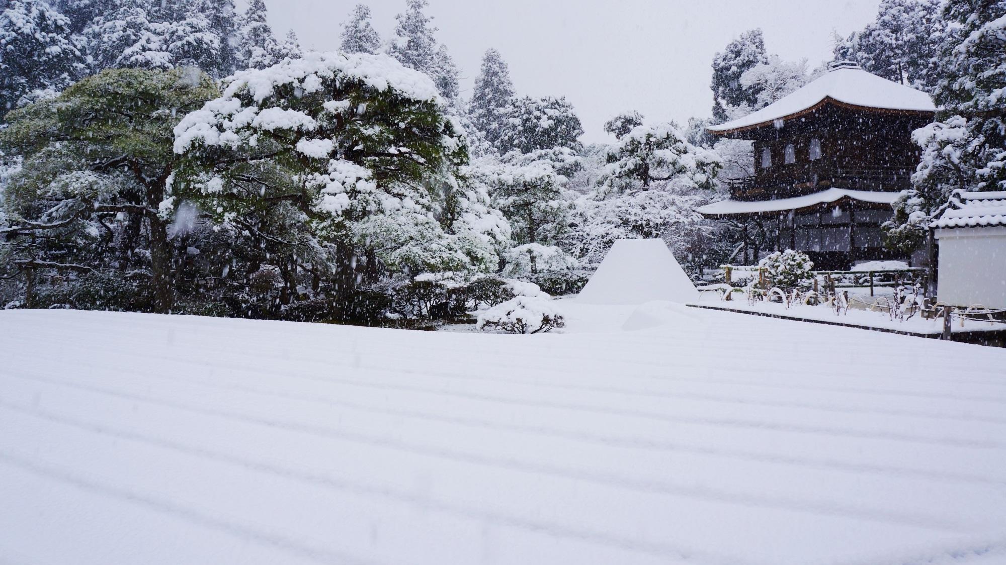 銀閣寺 雪 わびさびの冬景色