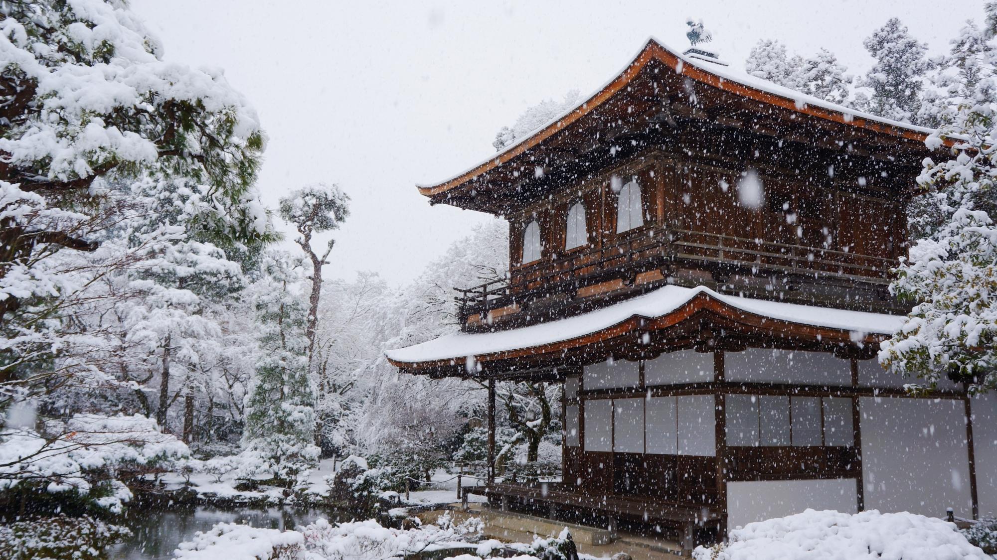 銀閣寺の観音堂の雪景色