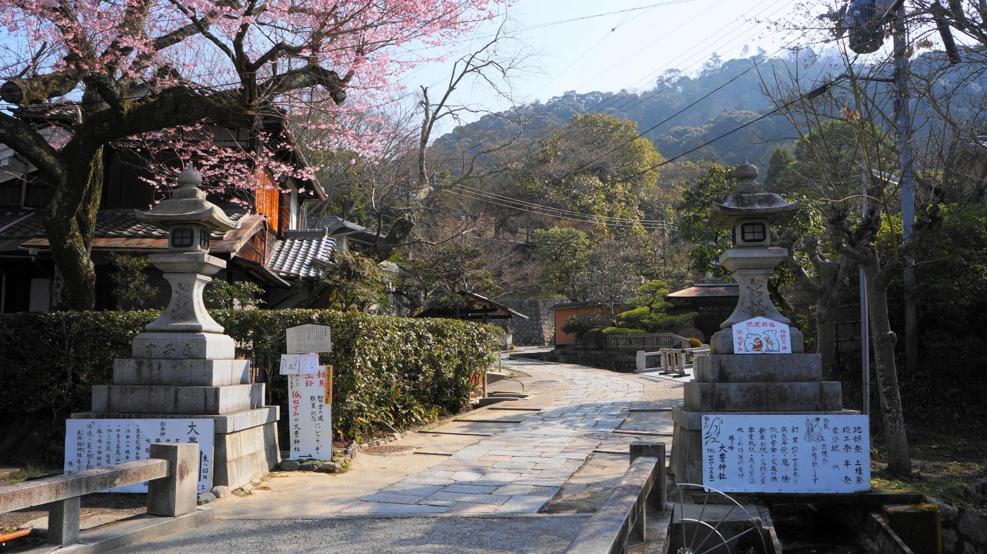 大豊神社の風情ある参道