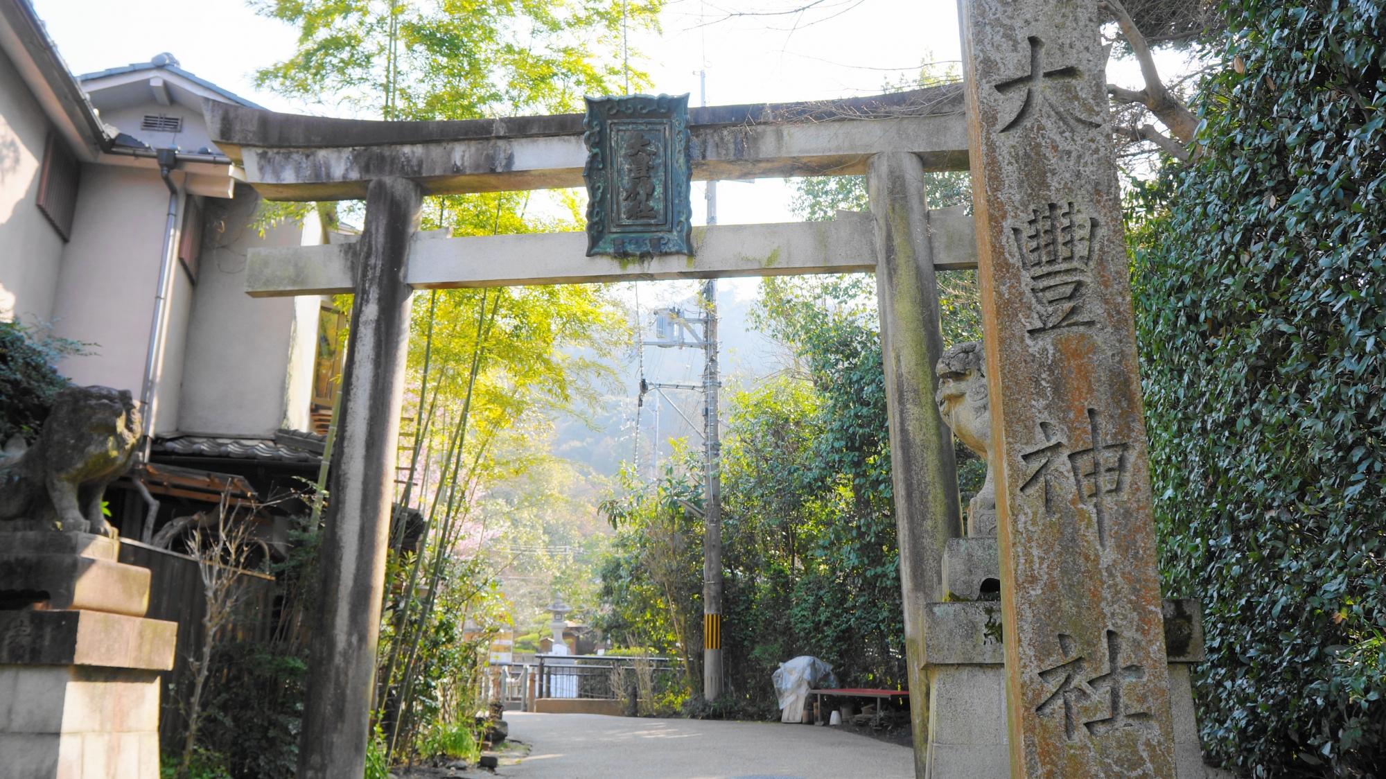 大豊神社の参道の鳥居