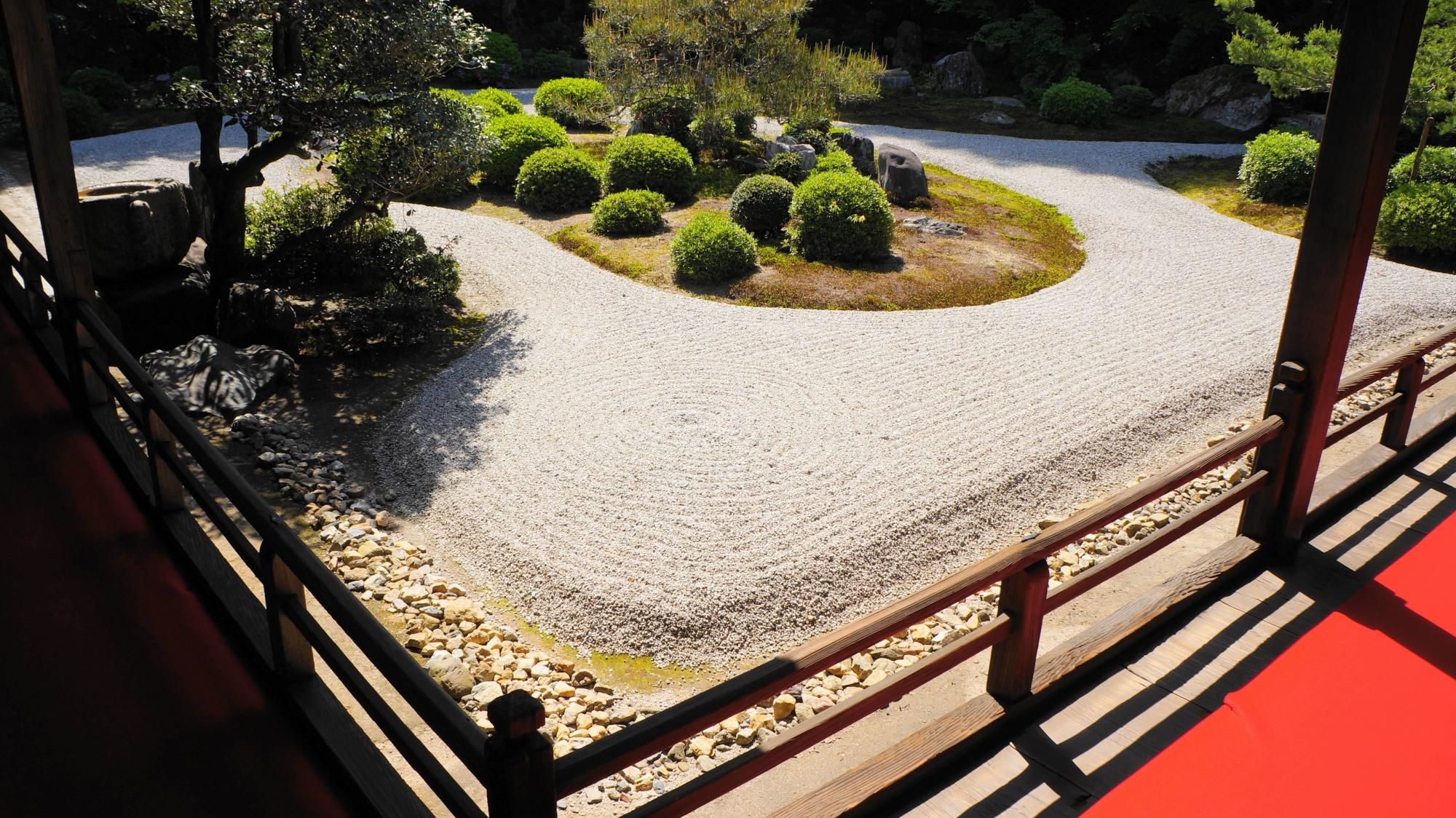 曼殊院門跡の小書院前の庭園