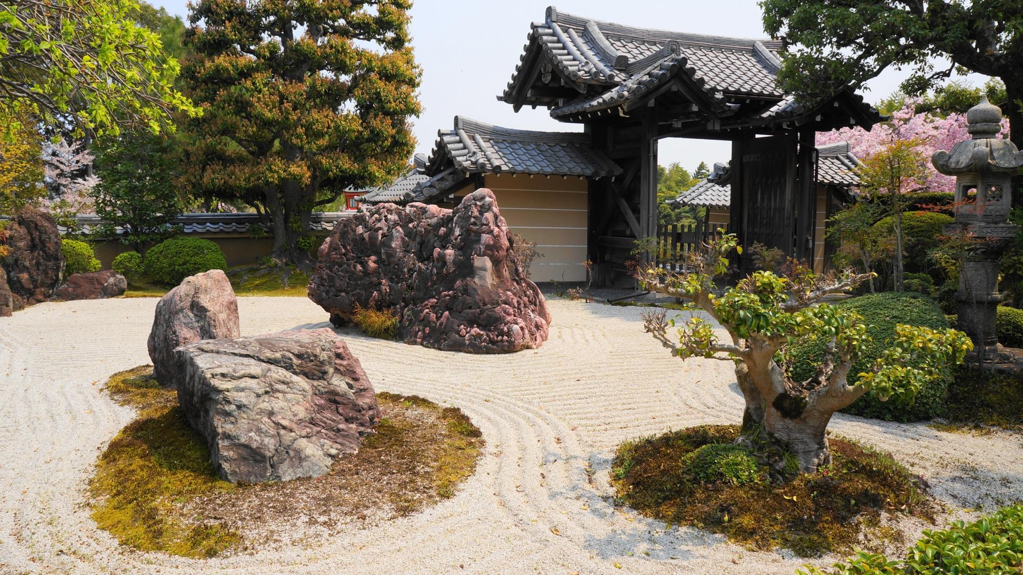 正法寺の本堂前石庭