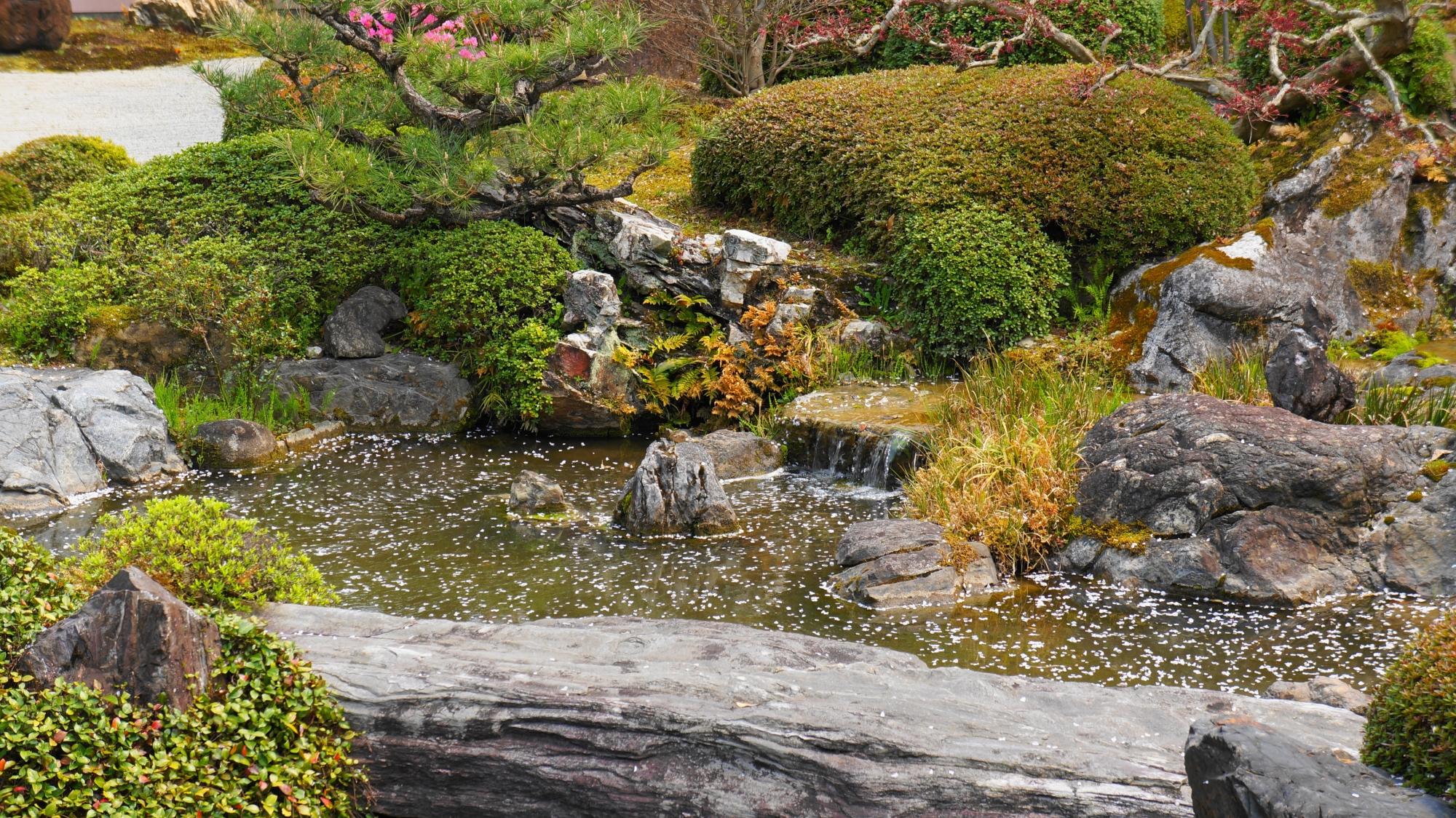 様々な要素を取り込んだ見事な庭園