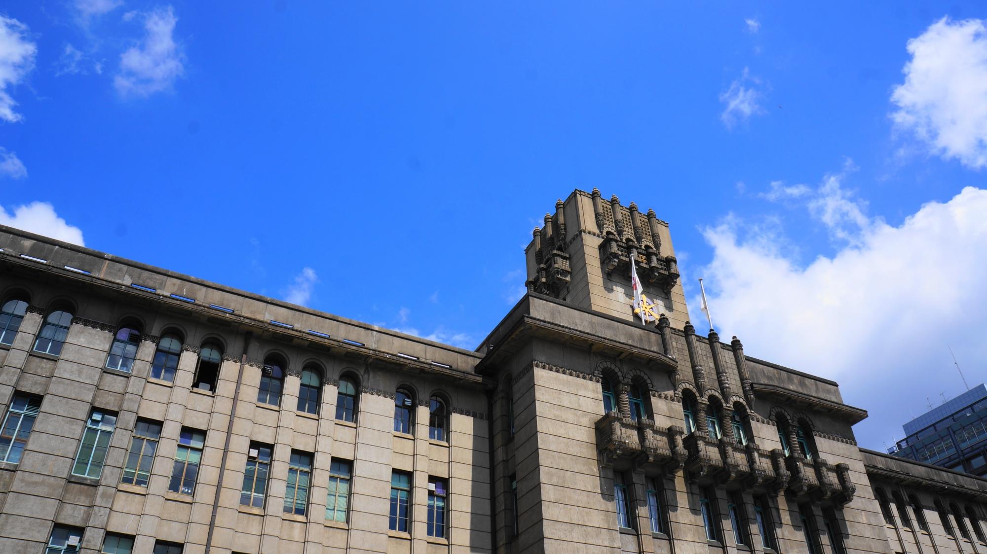 優雅に佇むレトロな京都市役所