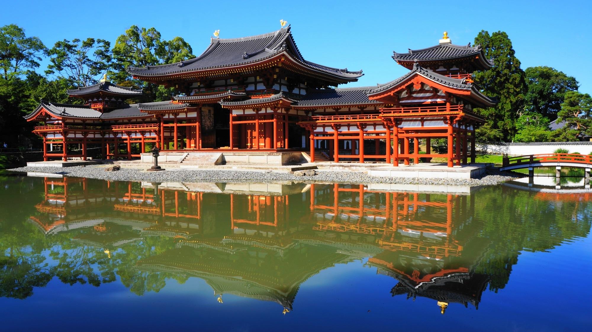 平等院 鳳凰堂と美しすぎる青空の水鏡