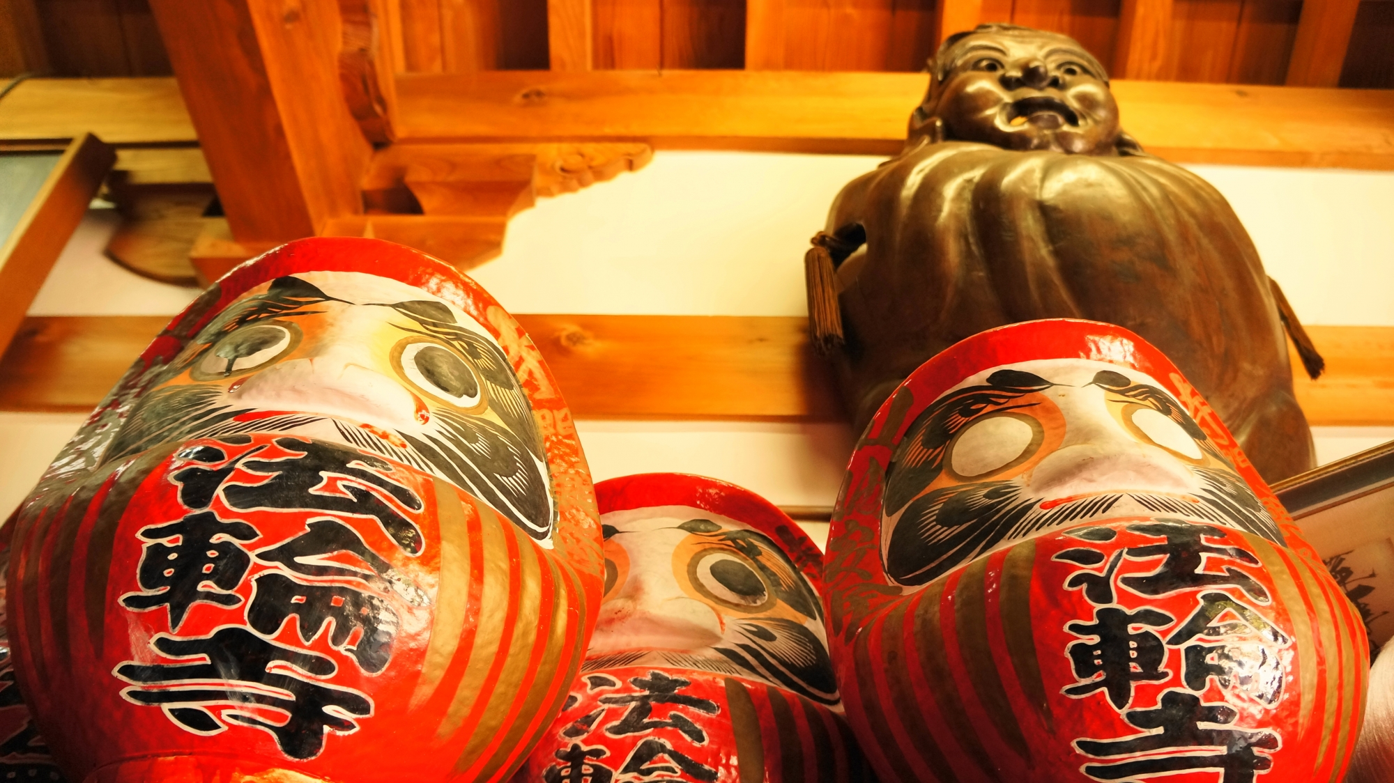 達磨堂の「法輪寺」の名前入りのだるまさん
