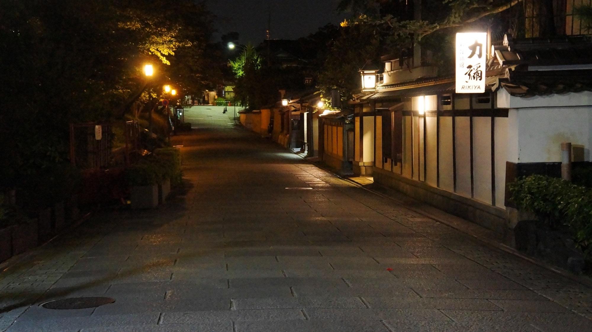 ねねの道・石塀小路 夜景 情緒ある夜の道
