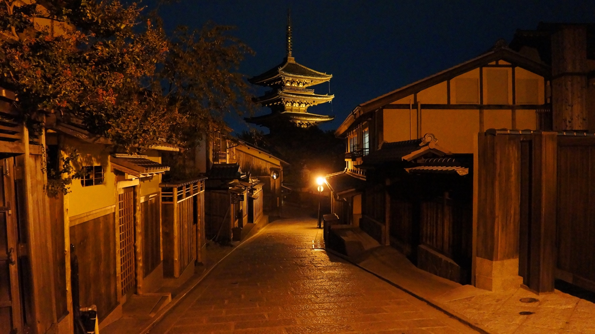 八坂の塔 夜景 祇園に佇む五重塔 京都もよう Kyoto Moyou