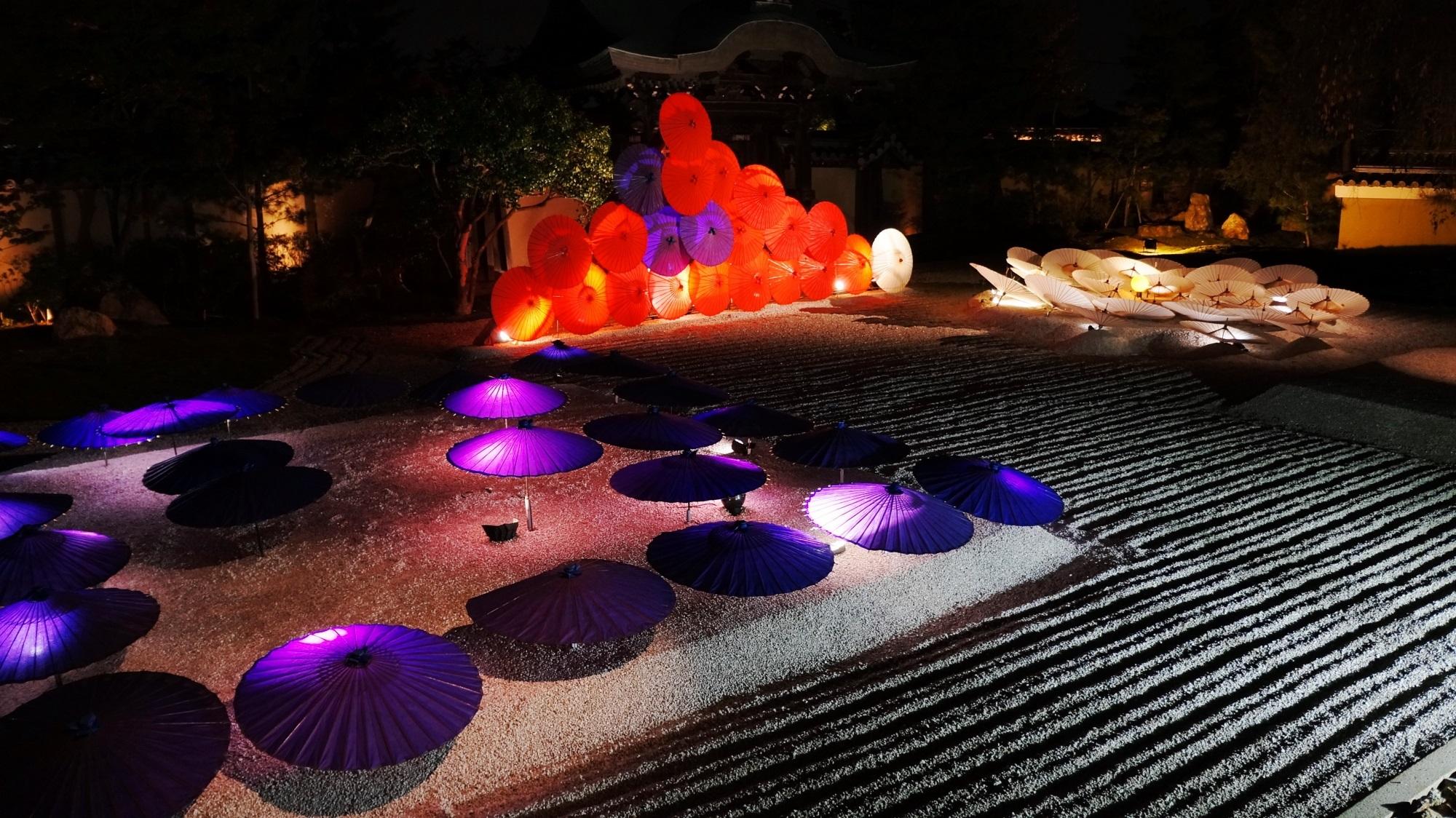 高台寺 和傘 ライトアップ 幻想的な夜の彩り