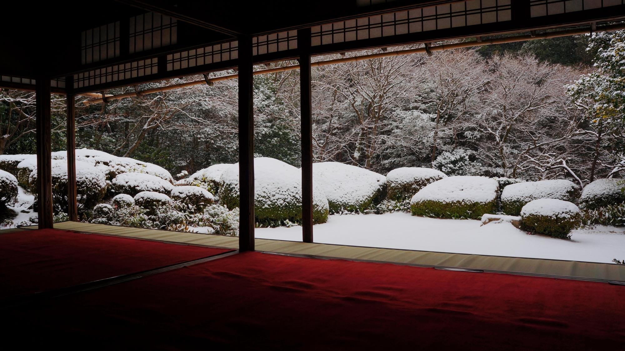 詩仙堂の息をのむ名刹の雪景色